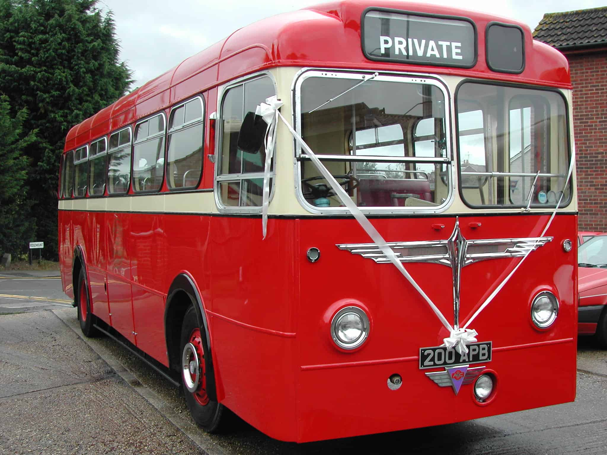 Hertitage wedding bus